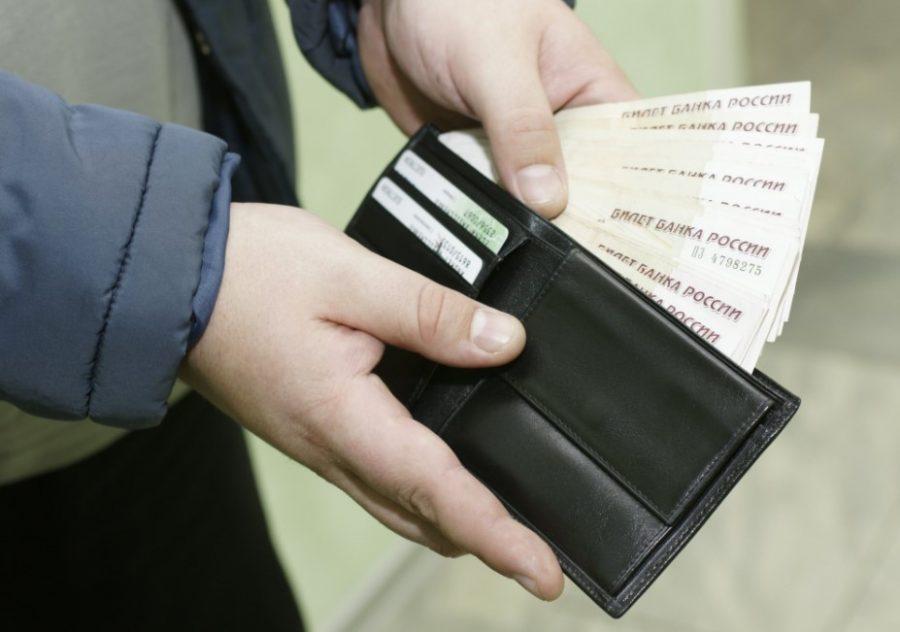 Эксперты: россияне стали чаще тратить, чем копить