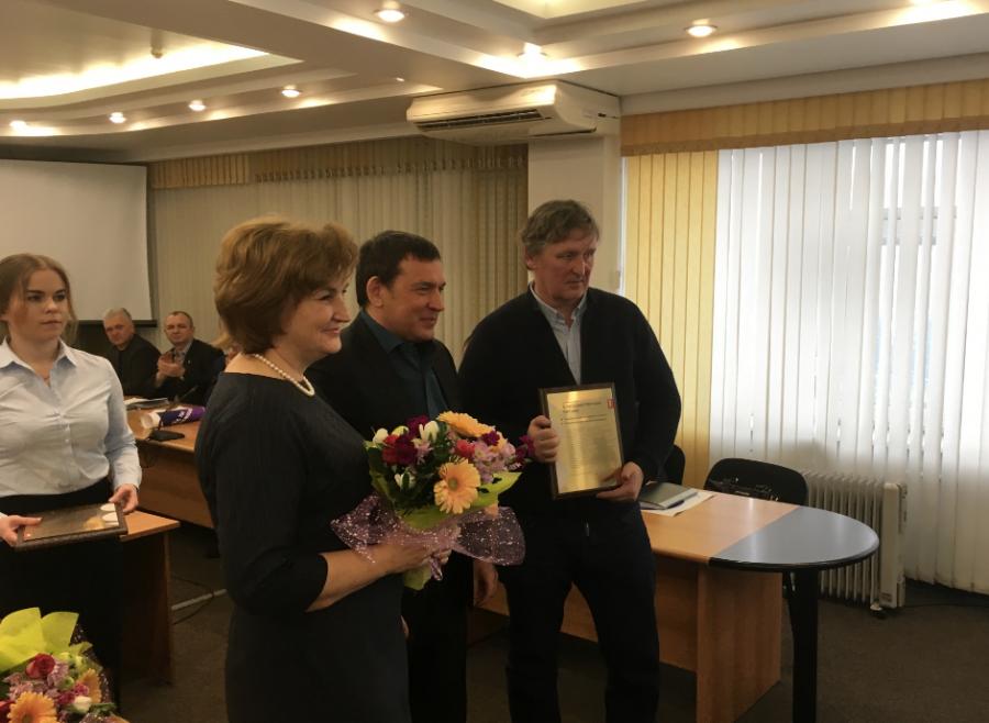 Сергей Кузнецов наградил родителей новокузнецких хоккеистов, победивших на Олимпиаде