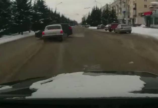 В Сети появилось видео момента ДТП в Новокузнецке, в котором пострадал пенсионер