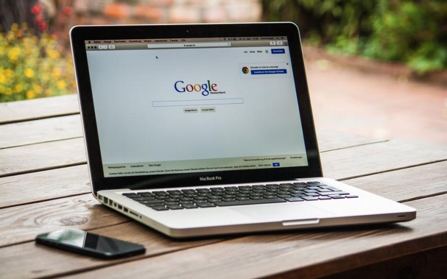 В Google планируют запретить рекламу криптовалют и бинарных опционов