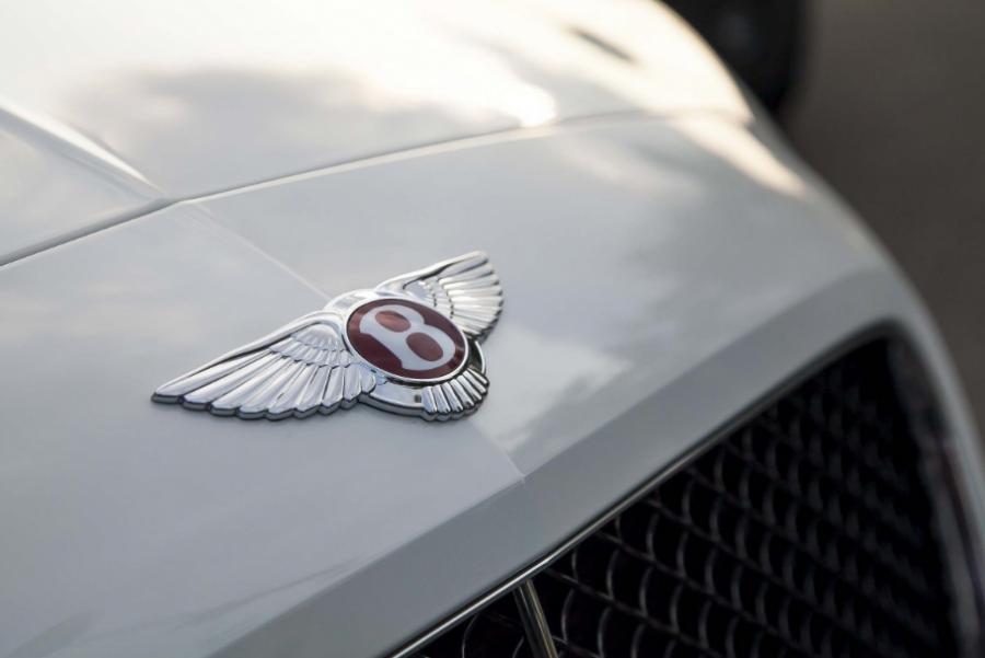 Компания Bentley встроила сканер отпечатков пальцев в Bentayga