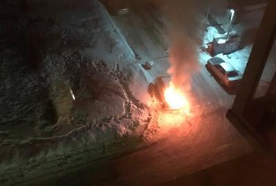 Опубликовано видео поджога автомобиля на Октябрьском в Кемерове