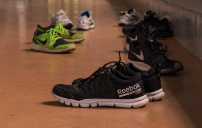 В новокузнецком ТЦ нашли контрафактные кроссовки известных брендов