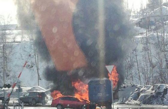 В Междуреченске «ГАЗ» и Chevrolet сгорели после столкновения