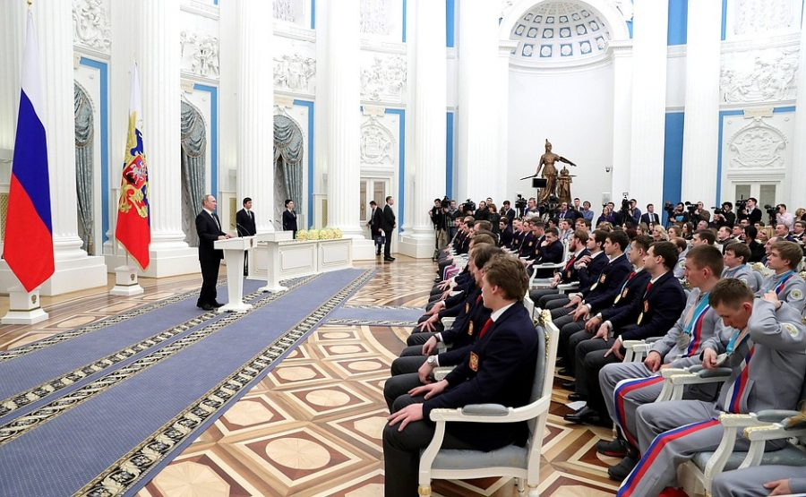 Кузбасским хоккеистам вручили автомобили BMW и ордена за победу на ОИ
