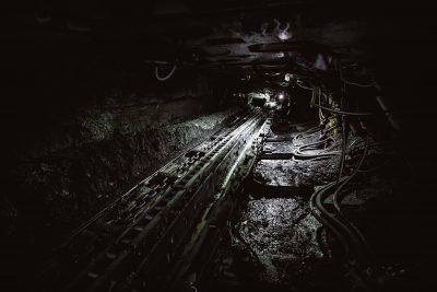 В Кузбассе из-за нарушений приостановили работу конвейера на шахте, где пострадал рабочий