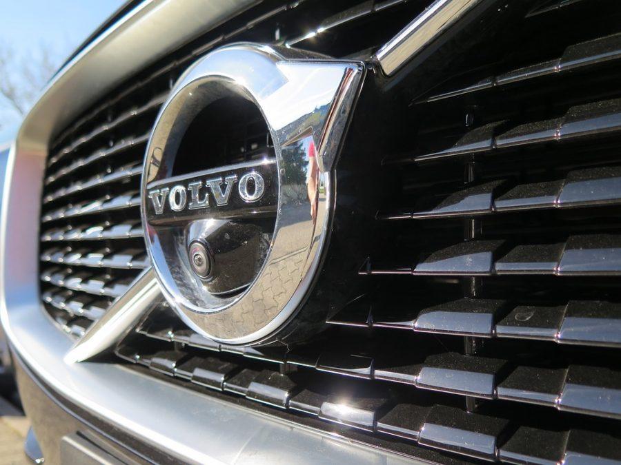 Представитель Volvo опубликовал фото прототипа нового седана S60