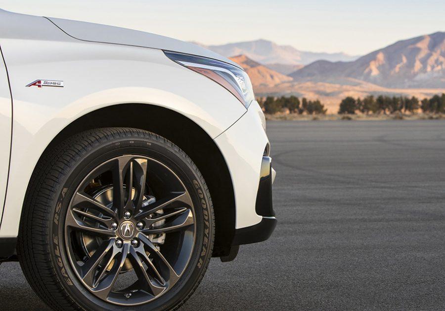 Компания Acura опубликовала первое изображение нового серийного RDX