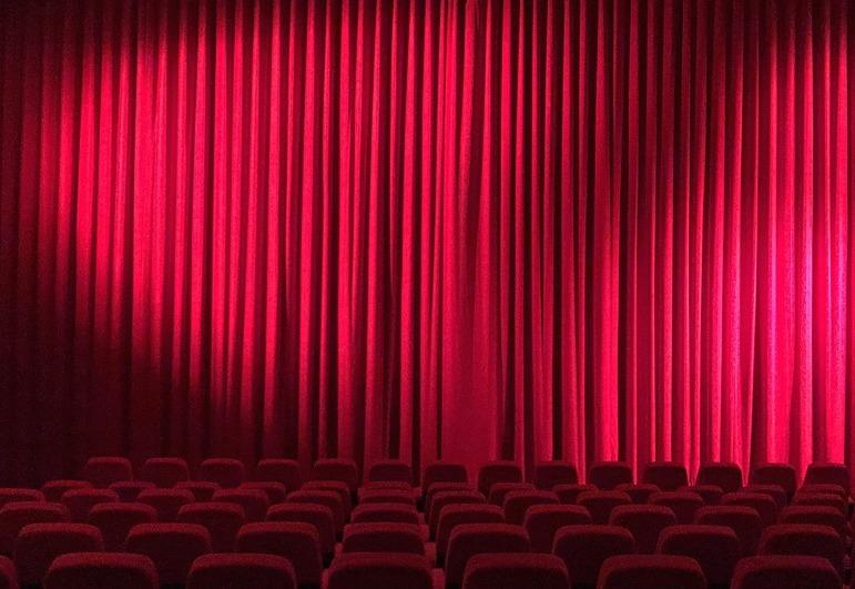 Кассиры в кинотеатрах смогут требовать паспорт у зрителей, желающих попасть на фильм «18+»