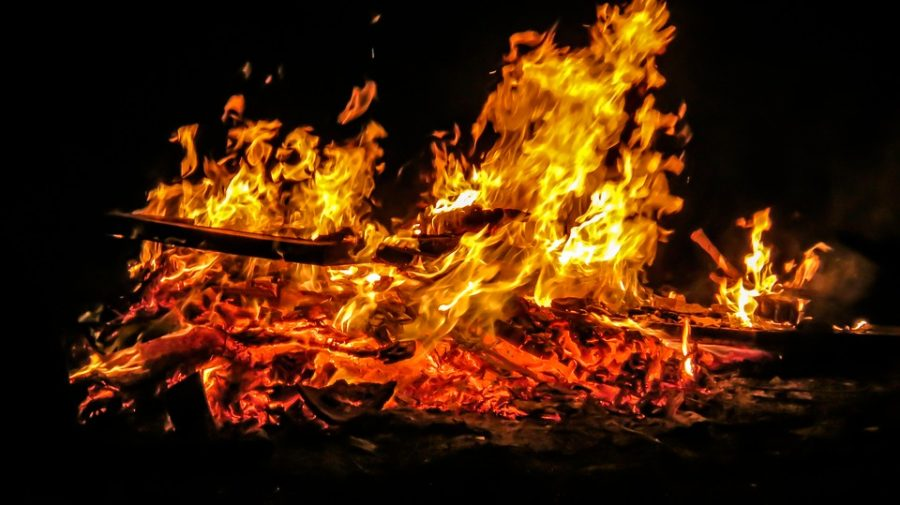 В Кузбассе при пожаре в бытовом вагончике на территории разреза погиб мужчина