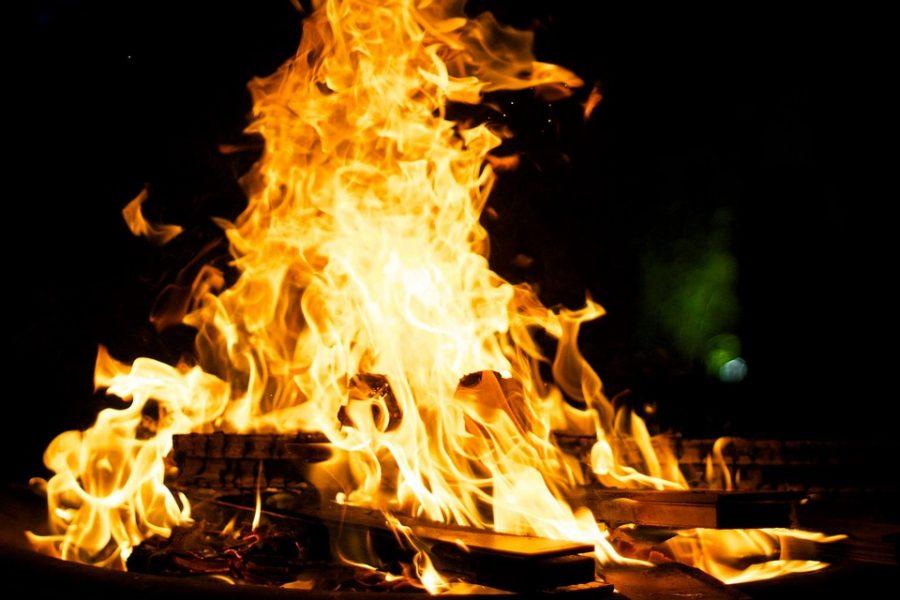 Жительница Кузбасса пойдёт под суд за поджог дома соседки