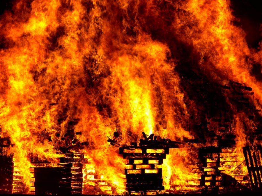 Ночью в Мариинске в гараже cгорел автомобиль Honda