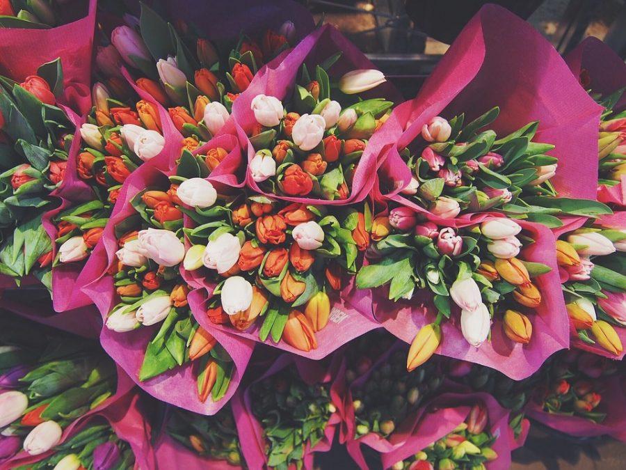 Перед 8 Марта Роспотребнадзор рассказал, на что нужно обращать внимание при покупке цветов