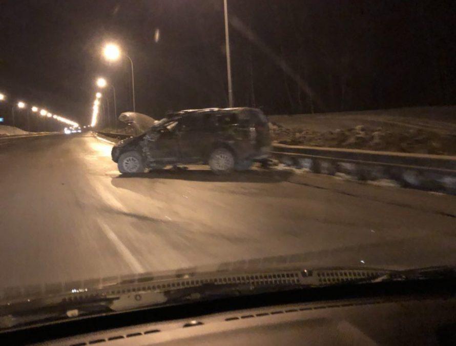 В Кемерове на трассе из Лесной Поляны перевернулся Mitsubishi, водитель попал в больницу