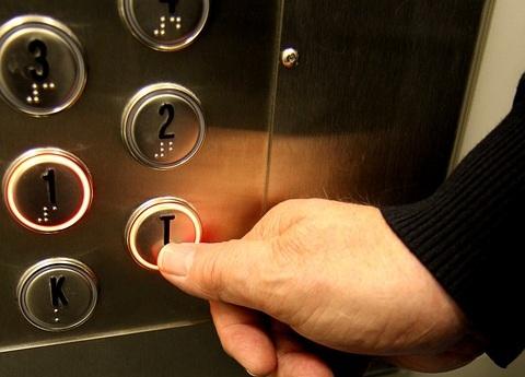 Обрыва троса лифта в многоэтажке Новокузнецка не было