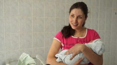 Кемеровчанка проголосовала на выборах президента через час после рождения сына