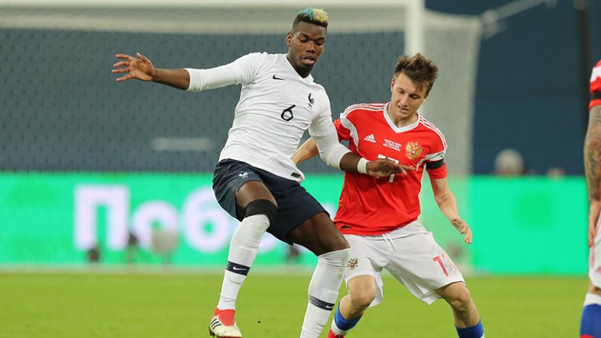 Наставник сборной Франции объяснил, почему футболисты вышли на матч без траурных повязок