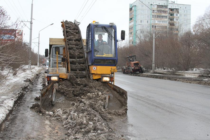 Кемеровские дорожники вывезли из города более миллиона кубометров снега
