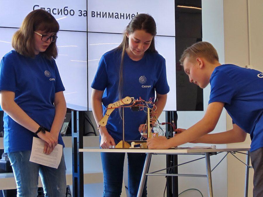 Дети из Кузбасса участвовали в разработке макета робота в Сочи