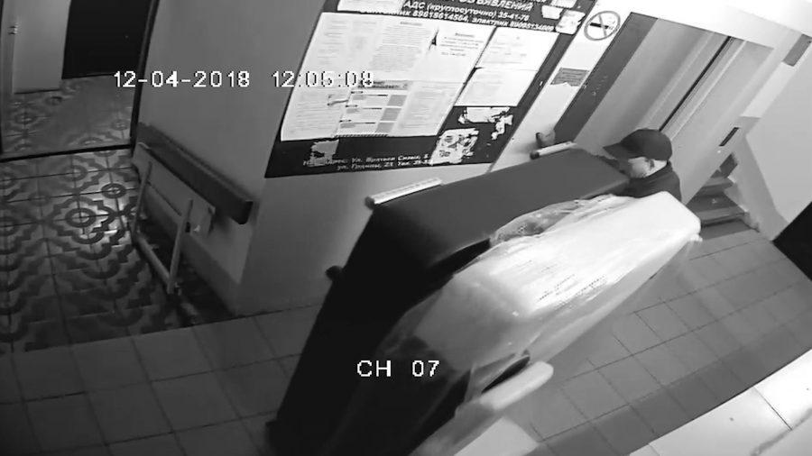 В Новокузнецке задержали мужчину, укравшего у соседа треть дивана