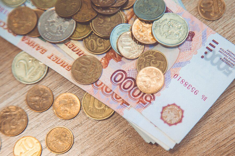 Центробанк РФ ожидает резкого роста зарплат бюджетников в 2018 году