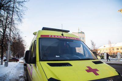 В Кировском районе Кемерова возле дома умер мужчина