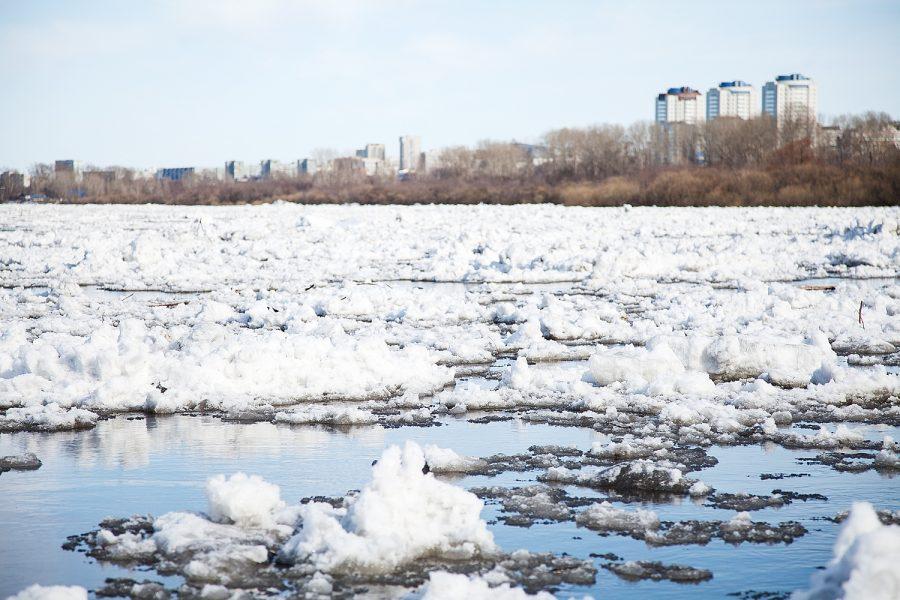 В Таштагольском районе на реках начался ледоход