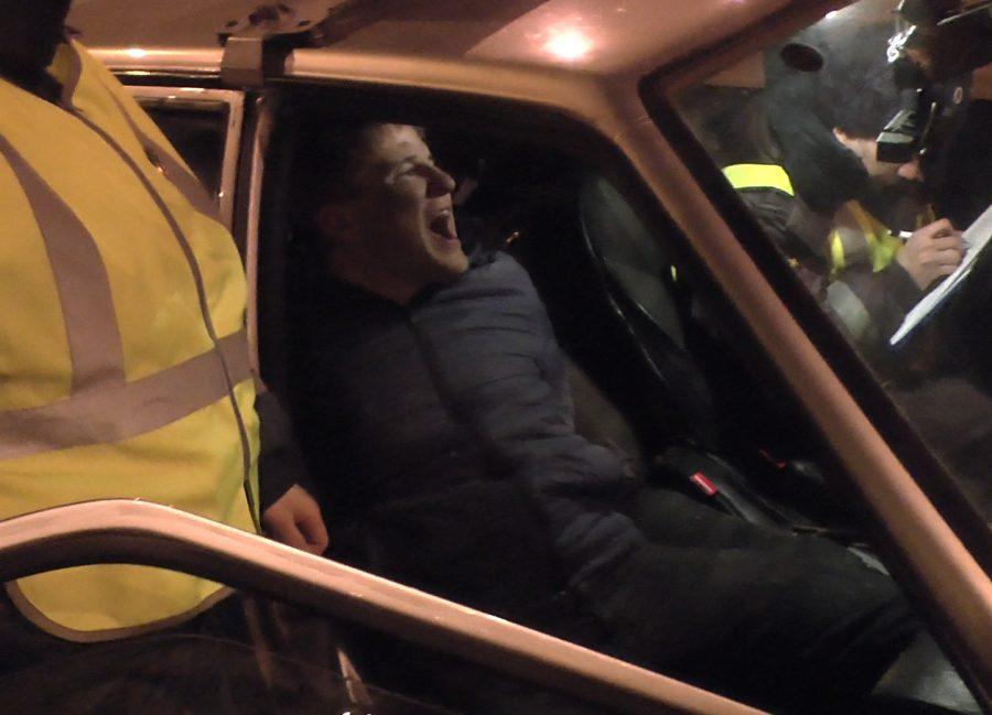 В Новокузнецке пьяный водитель симулировал сердечный приступ во время задержания (+видео)