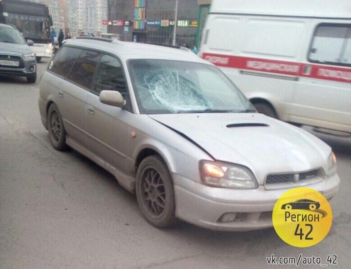 ГИБДД Кемерова: водитель Subaru сбил девочек, переходивших дорогу на «красный»