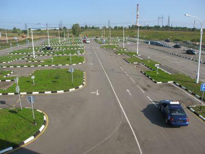 Глава ГИБДД РФ выступил против переэкзаменовки автомобилистов