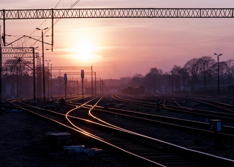 Грузовой поезд сбил 25-летнего кемеровчанина