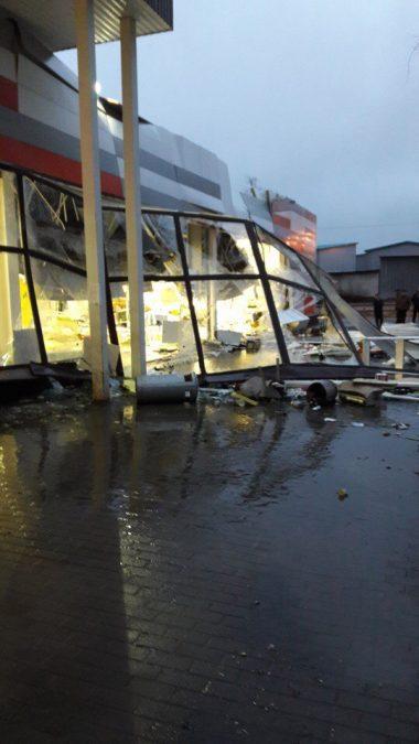 В Рыбинске обрушилась крыша супермаркета (фото)