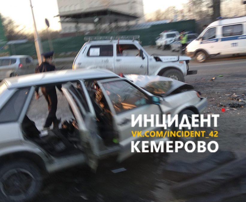 В тройном ДТП в Кемерове пострадали два человека