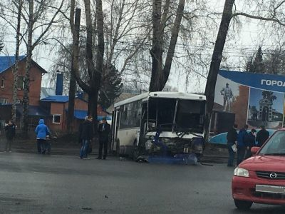 В Сети появилось видео момента столкновения автобуса и грузовика в Кемерове