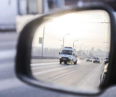 «Легковушка» влетела в грузовик на кузбасской трассе, два человека погибли