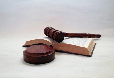 В Кузбассе суд обязал девочку выплатить мальчику моральную компенсацию за ножевое ранение