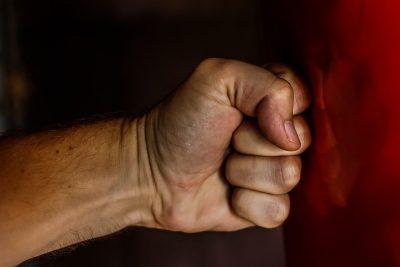Новокузнечанин получил штраф за избиение ребёнка