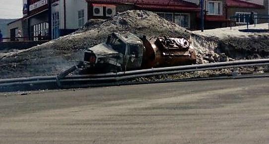 В Кузбассе перевернулся масловоз, водитель грузовика погиб