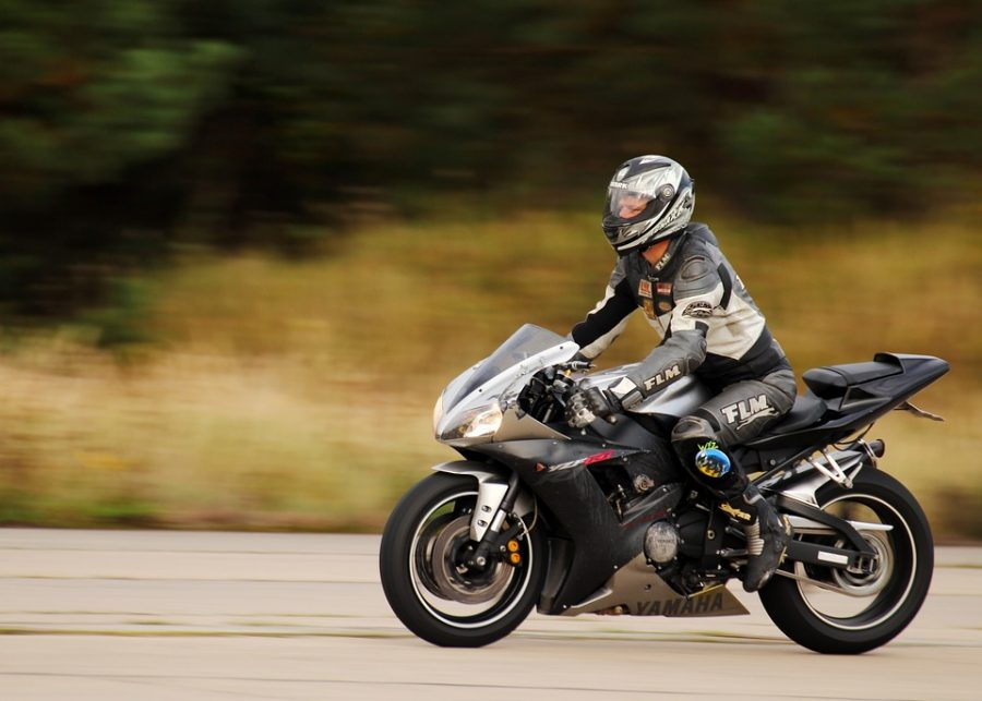 В кемеровской ГИБДД напомнили о правилах езды на мопедах и мотоциклах