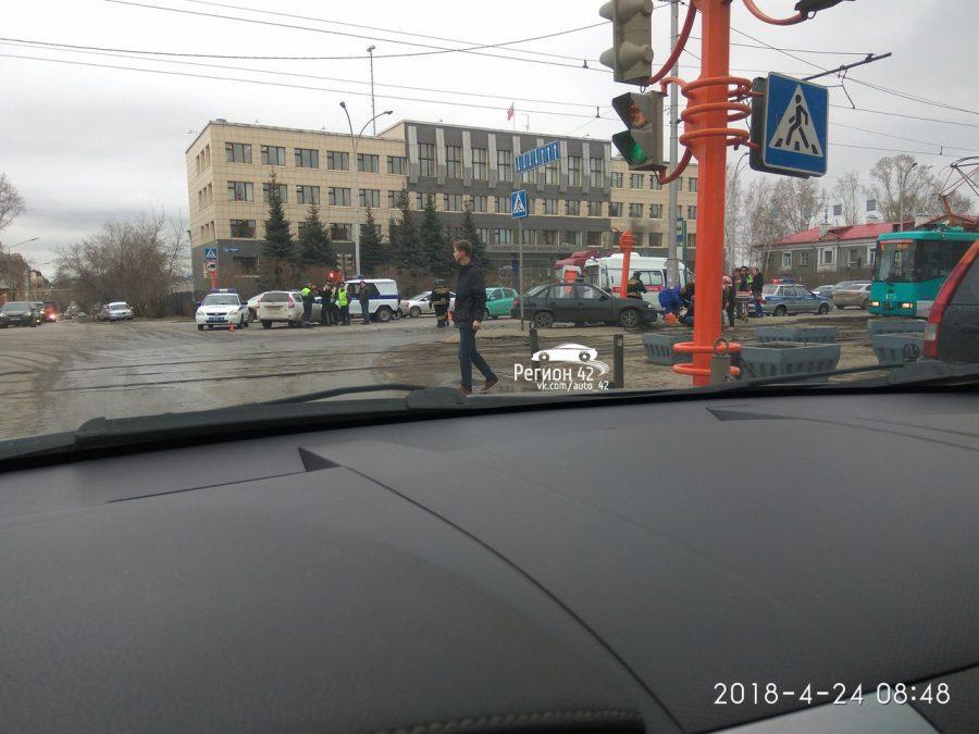 ГИБДД: в результате тройного ДТП на Кузнецком в Кемерове пострадал пешеход