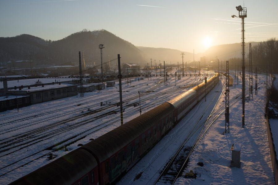 Жительница Яшкинского района не увидела поезд илишилась пальцев наруке