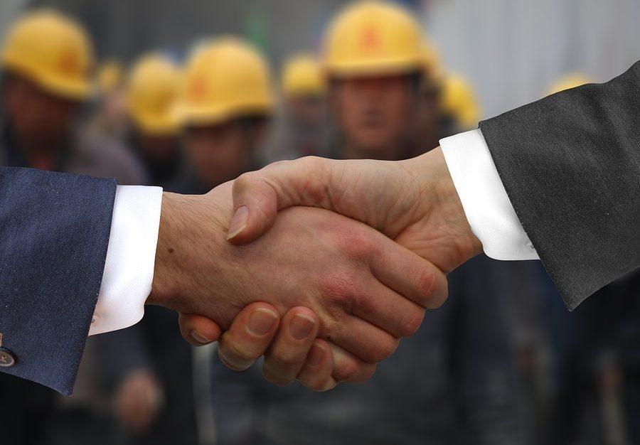 Учёные нашли связь между рукопожатием и умственными способностями