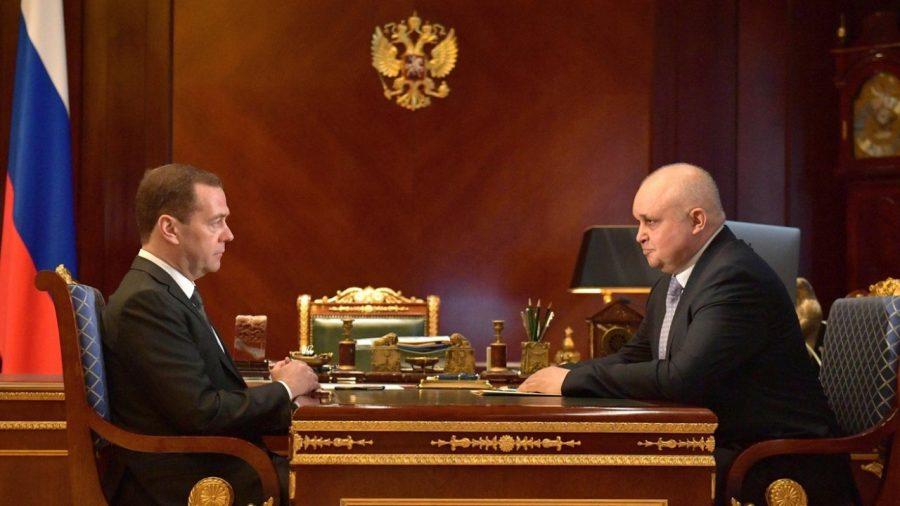 Медведев и Цивилев обсудили вопросы помощи пострадавшим при пожаре в «Зимней вишне»