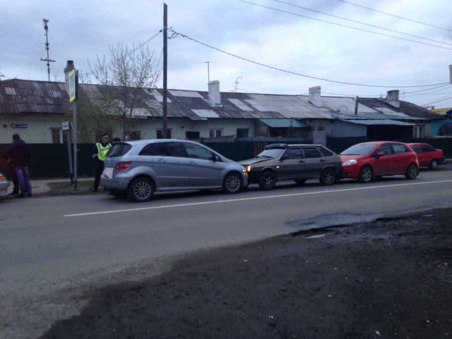 Mercedes, ВАЗ и Fiat: в ГИБДД прокомментировали тройное ДТП в Кемерове
