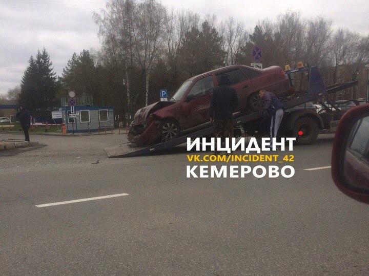 В Кемерове на Октябрьском при столкновении Kia и Daewoo пострадали два человека