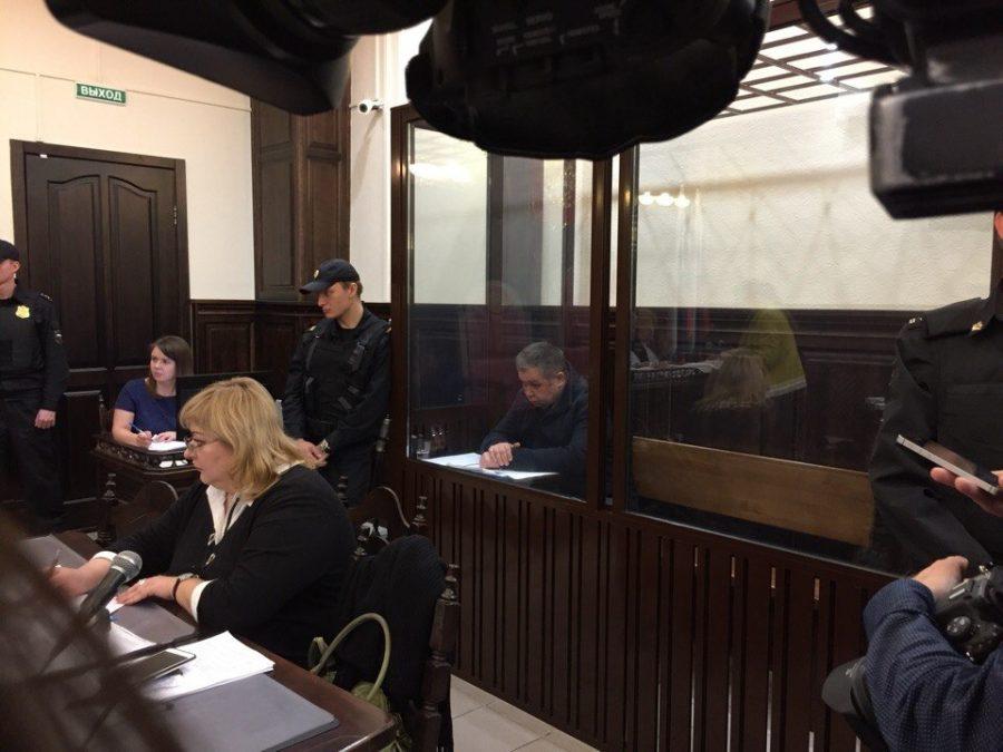 Видео из зала суда о продлении срока задержания главе кузбасского ГУ МЧС