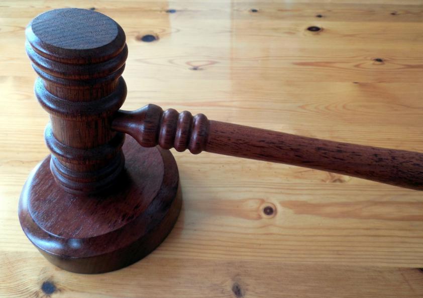 В Кузбассе будут судить экс-адвоката, запросившего у клиента 850 тысяч рублей