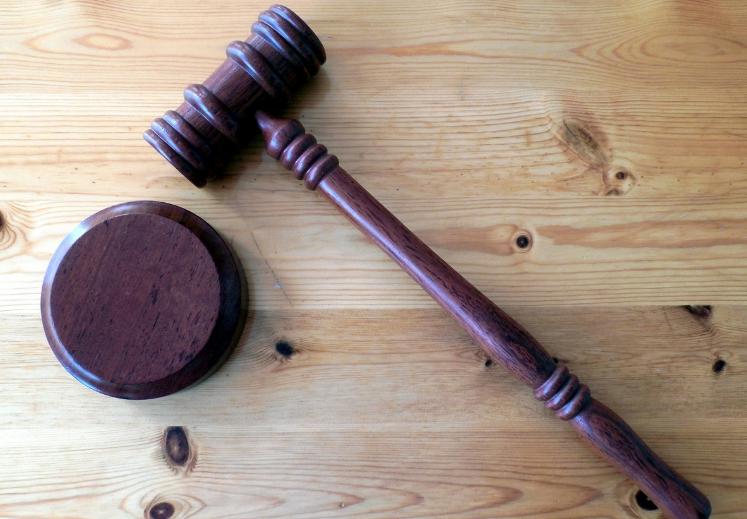 В Кемерове взяли под стражу обвиняемого в убийстве 16-летней девушки и её отца