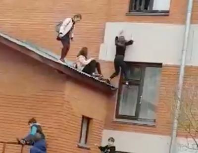 В Юрге школьница получила травмы после падения из окна, происшествие попало на видео