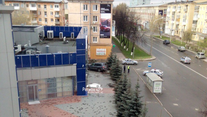 Протаранивший здание в центре Кемерова водитель Lexus отказался от медосвидетельствования